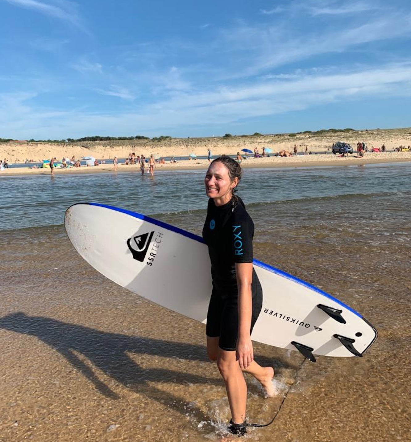 Sara beim Surfen